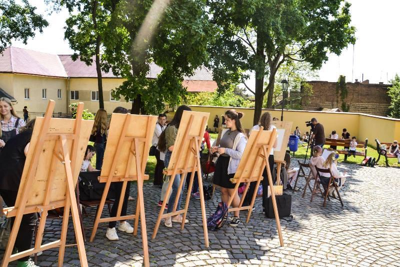 В Ужгороді пройшов масштабний дитячий пленер художників