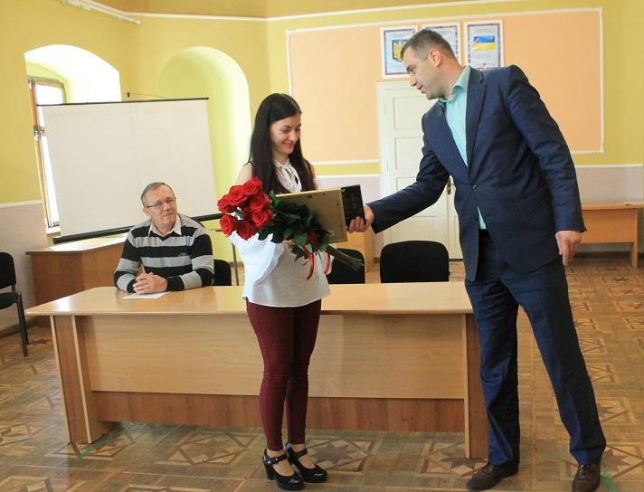 """Вчитель Виноградівської школи перемогла у  конкурсі """"Учитель року"""""""
