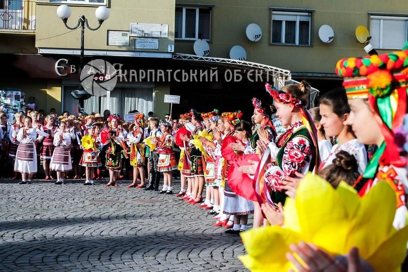 Фестиваль, який зібрав дітей зі всіх куточків України стартував у місті над Латорицею