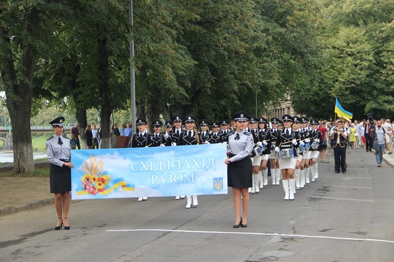 Квітковий Тризуб до Дня Незалежності від Закарпаття. ФОТО