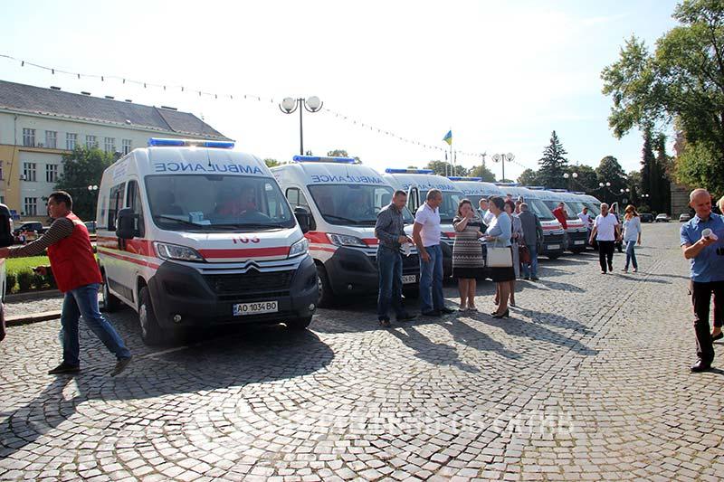 Жителі гірських районів Закарпаття отримали сучасні автомобілі швидкої допомоги