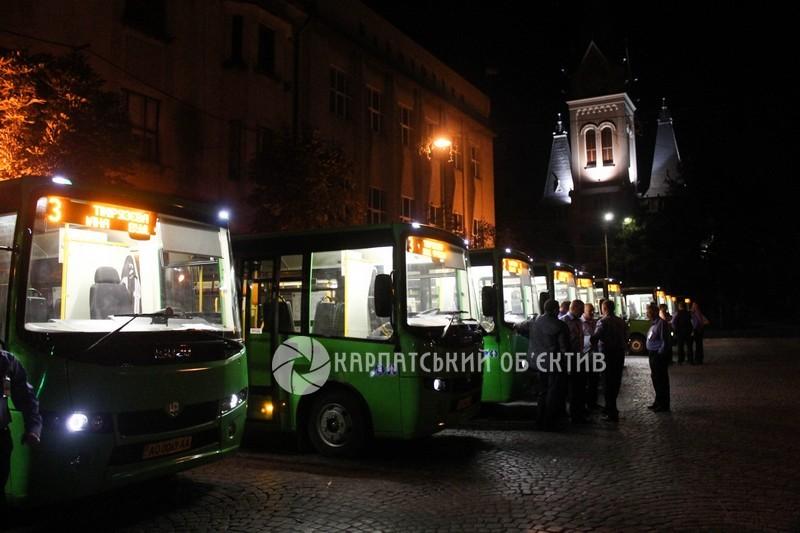 У Мукачеві від сьогодні курсують нові автобуси