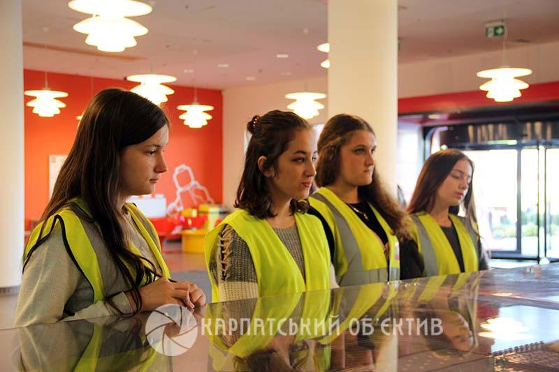 Закарпатські школярі відвідали відому фабрику «LEGO»