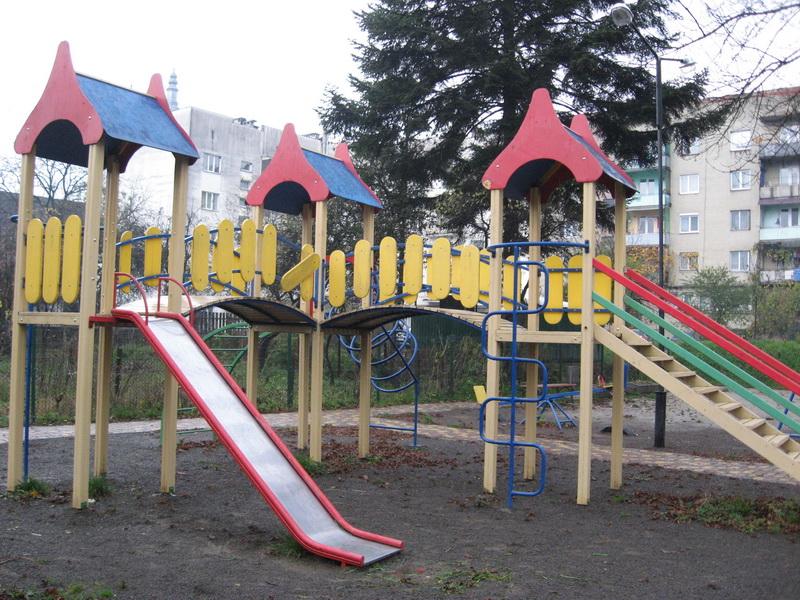 Перечинці просять владу міста встановити відеокамери на дитячий майданчик