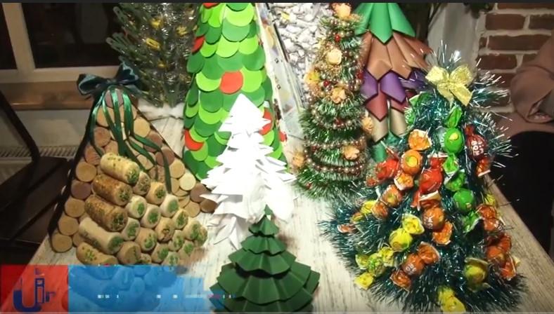 Суть її полягає у виготовленні зеленого новорічного атрибуту із будь-чого 841a09193f570