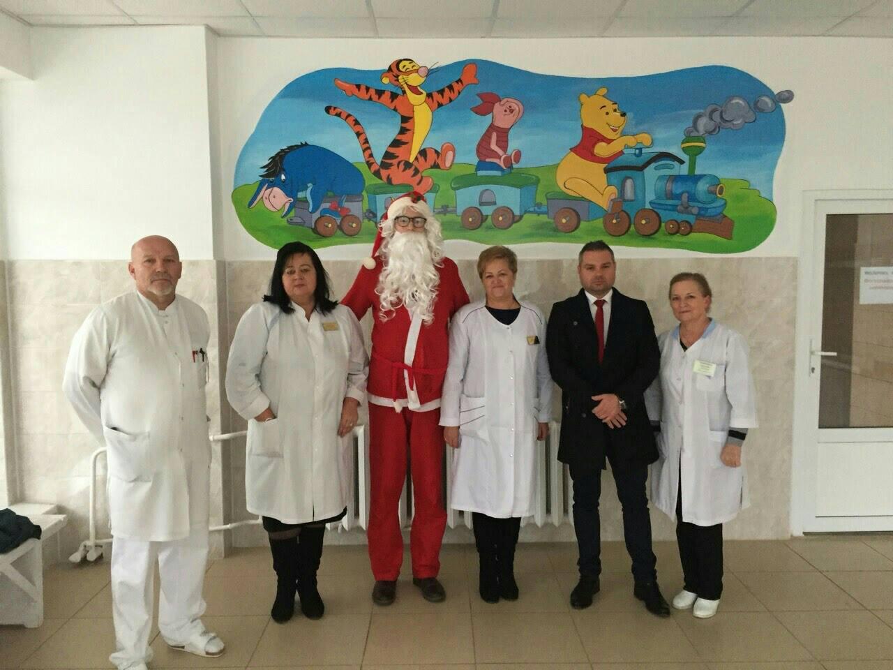 Миколай відвідав дітей у лікарнях Закарпаття