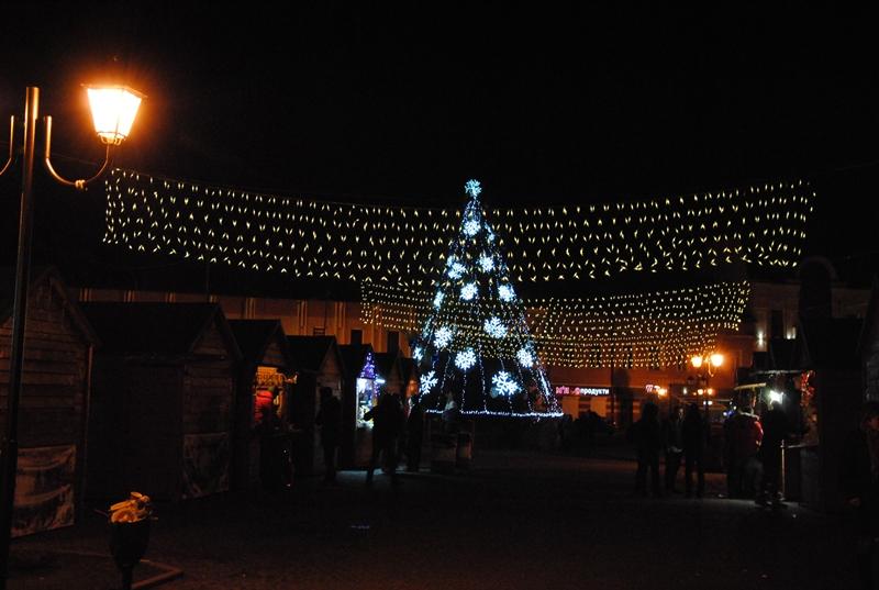 У Хусті теж засяяла новорічна красуня