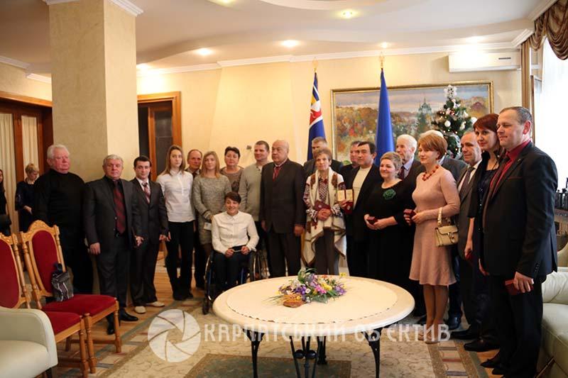 Закарпатцям вручили почесні державні нагороди та звання
