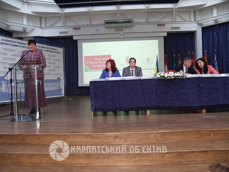 Закарпатцям вручили сертифікати про вивчення угорської мови