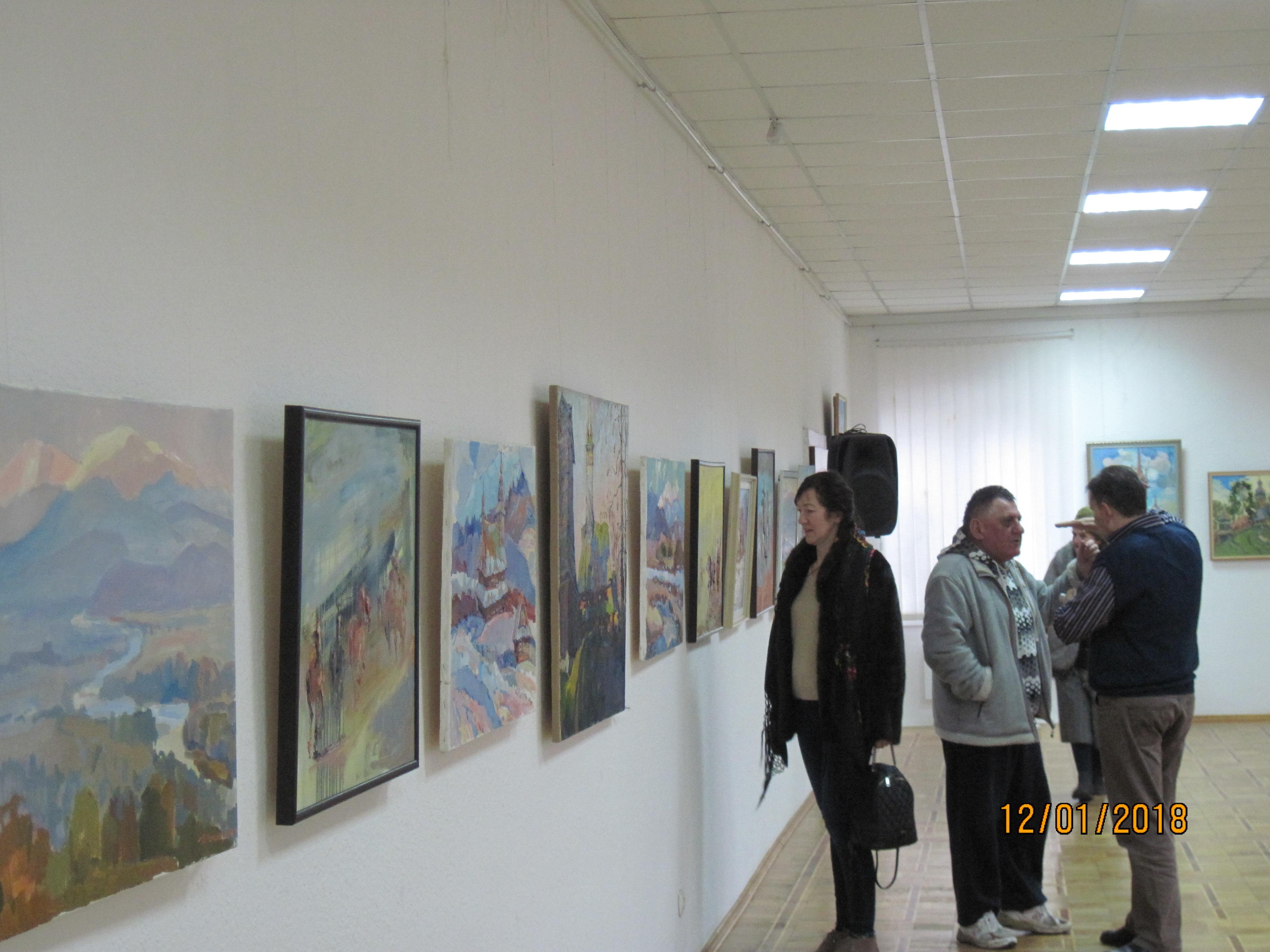 У Хусті відкрилася спільна виставка відомих митців краю