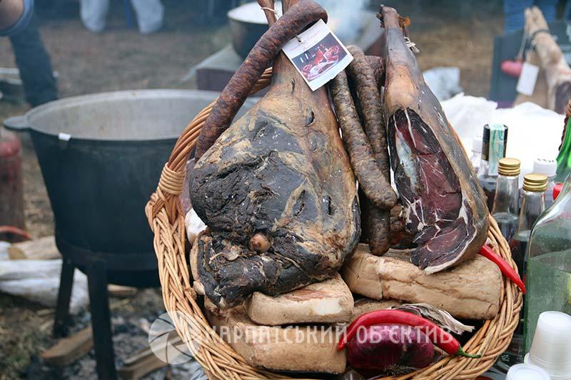 На Берегівщині відгуляли найсмачніший «м'ясний» фестиваль краю