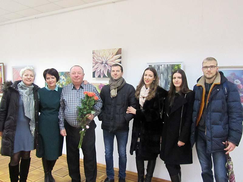 У Хусті відкрилася виставка, присвячена весні та жінкам