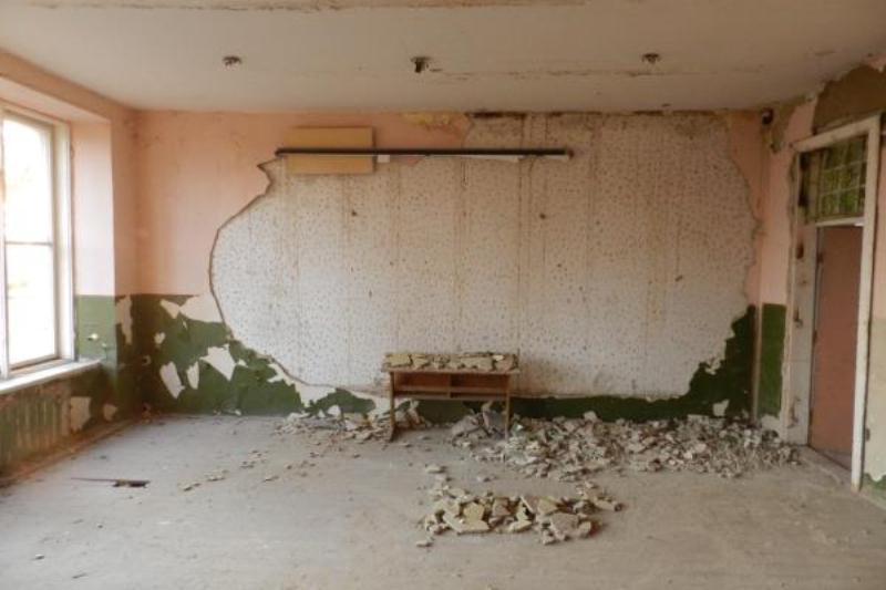 Руїни берегівської школи викликають біль. ФОТО