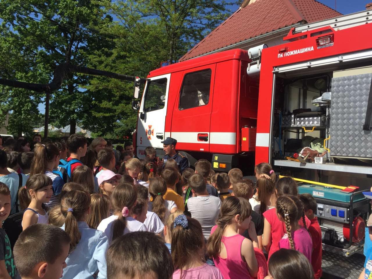 Іршавські рятувальники провели пізнавально-розважальну акцію для школярів