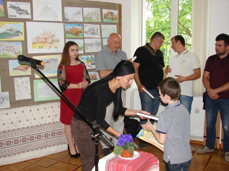 Хустський замок ожив у дитячих малюнках. ФОТО