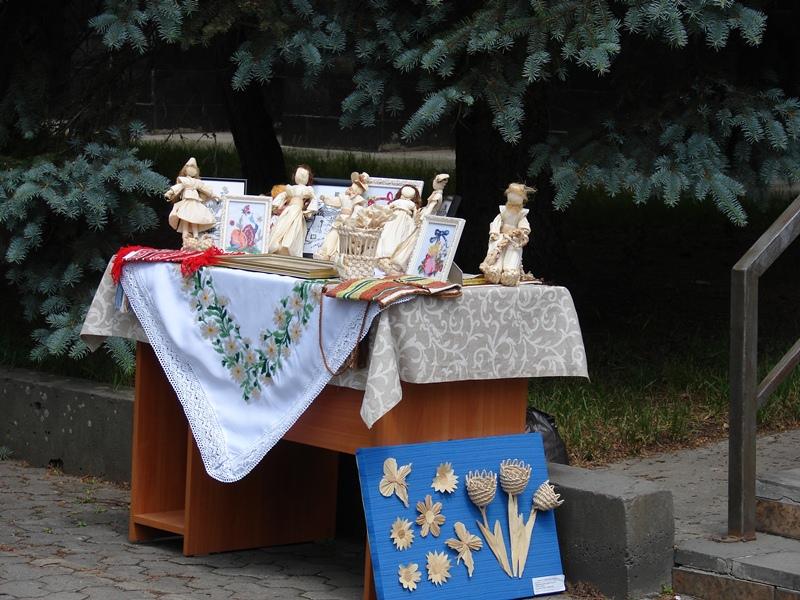У Хусті до Дня вишиванки провели тематичну виставку просто неба. ФОТО