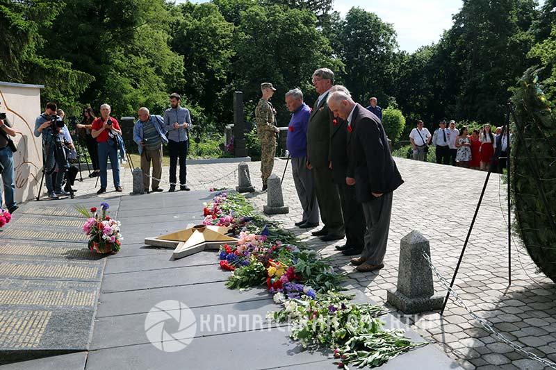 В Ужгороді вшанували пам'ять жертв Другої світової війни