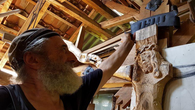Міні-скульптура, дерев'яний хрест і фаршировані равлики: що робили в неділю на Яворнику