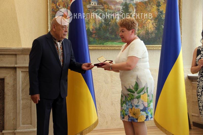 Закарпатцям вручили президентські нагороди та «золотих ведмедиків»