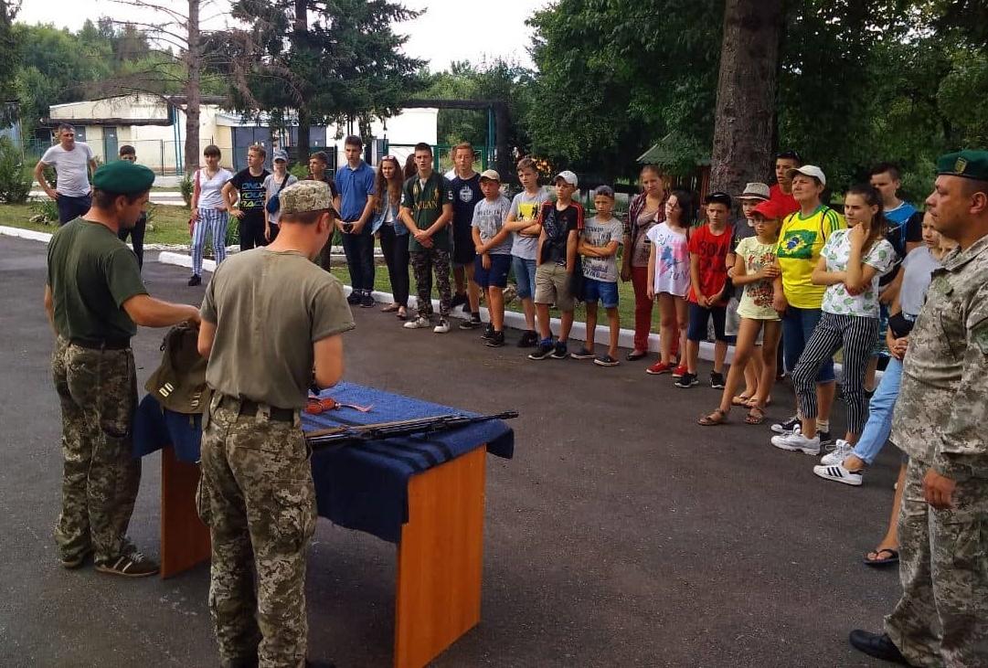 Чопські прикордонники влаштували цікаву профорієнтаційну екскурсію для маленьких гостей