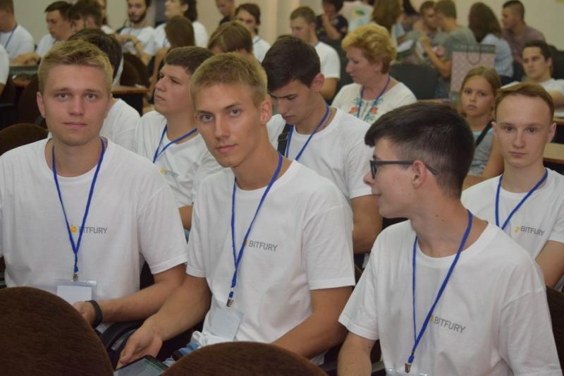 В УжНУ стартувала літня студентська школа програмування