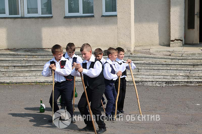 Дитяче свято у Тийглаші на Ужгородщині: батути, пожежники та поні. ФОТО, ВІДЕО
