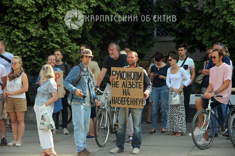 SaveNabka: в Ужгороді мітингують проти ремонту набережної Незалежності. ФОТО,ВІДЕО