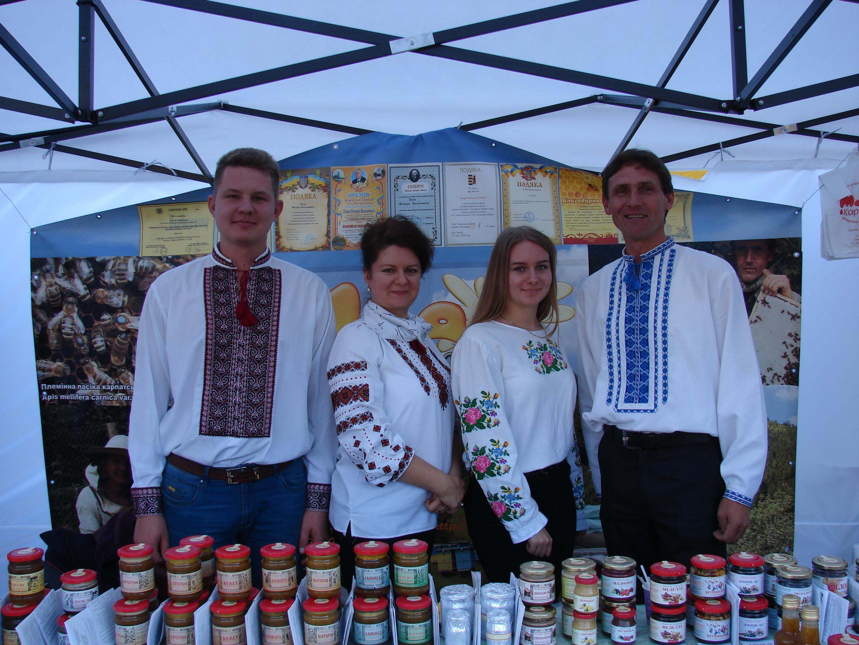 «Срібні джерела» у Хусті народним голосуванням визначили кращих виноробів та пасічників
