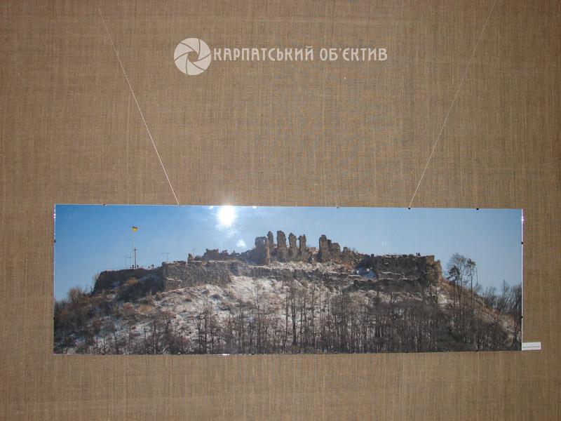 Унікальна виставка: неймовірні світлини Хустського замку та екскурс в минуле