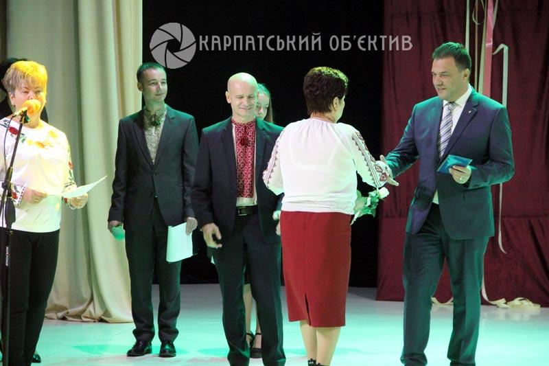 Кращих освітян Закарпаття відзначили нагородами