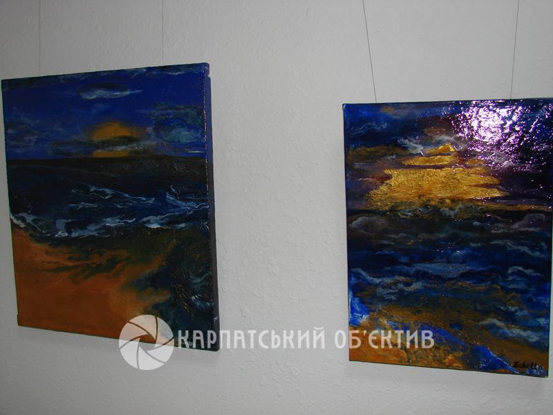 У Хустській картинній галереї – нове знайомство: творчий дебют майстрині з Тячівщини Оксани Забелло. ФОТО