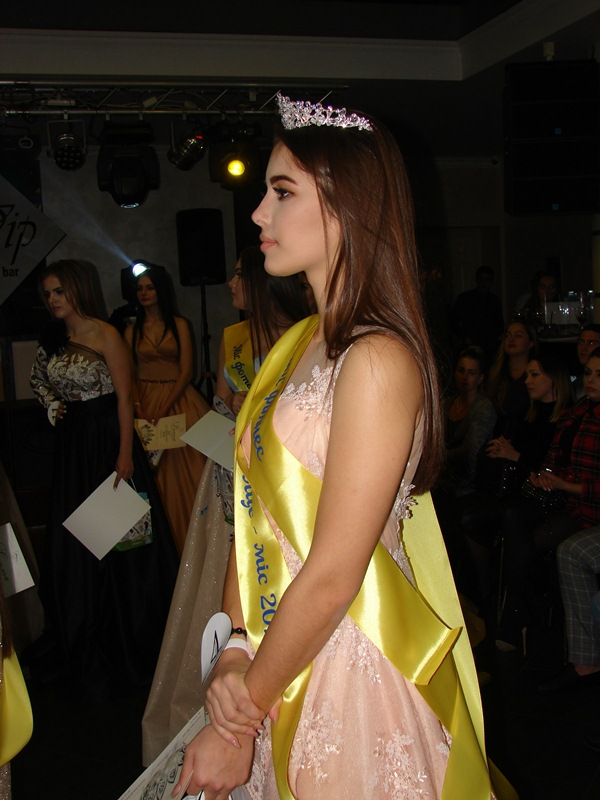 У Хусті обрали найгарнішу студентку. Нею стала 16-річна Валерія Габорець