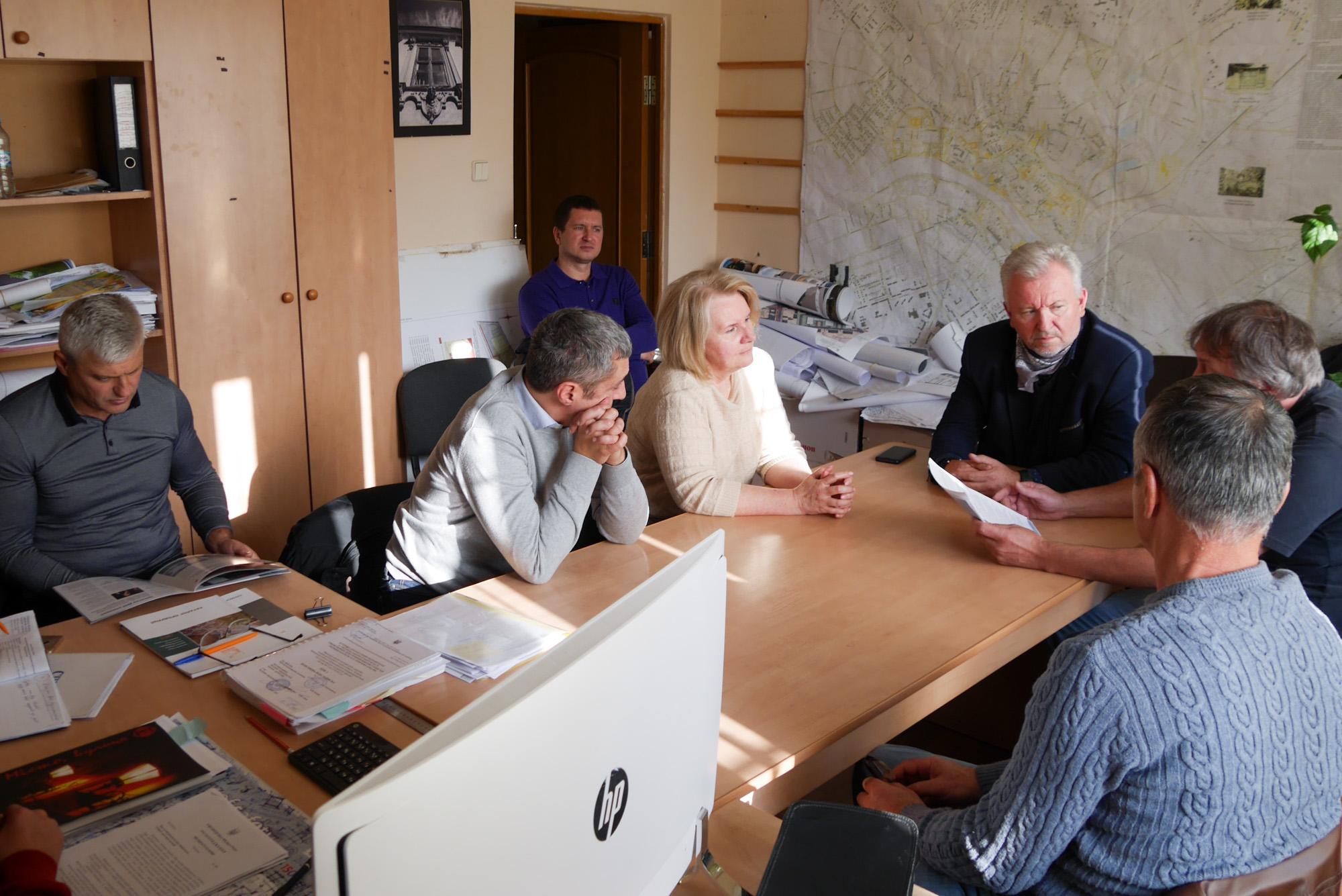 Вибір плитки для ужгородської «набки» відбувся в неповному складі містобудівної ради