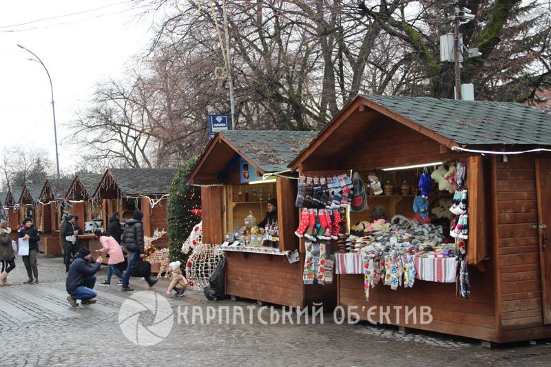 Новорічно-різдвяний ярмарок стартував в Ужгороді