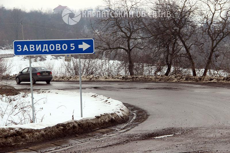 Війна з Укравтодором: закарпатським водіям увірвався терпець. ФОТО, ВІДЕО
