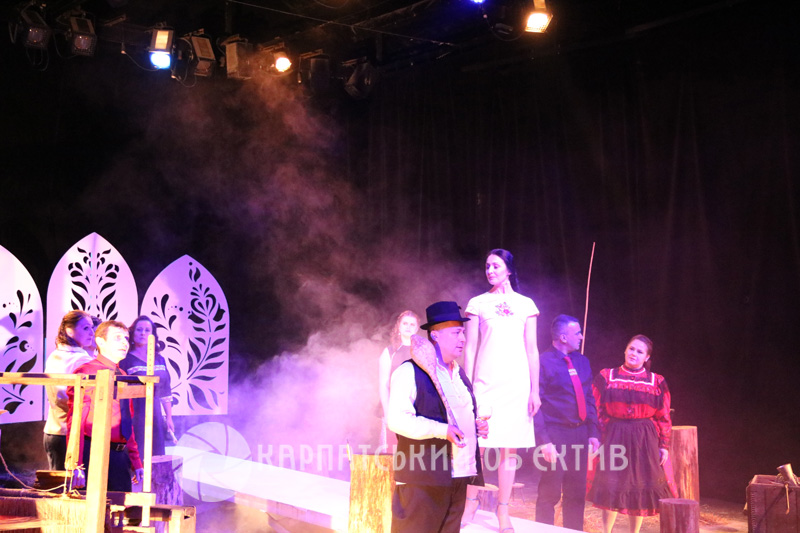У Берегові презентували сучасне театралізоване дійство – поєднання показу мод та драматичної вистави