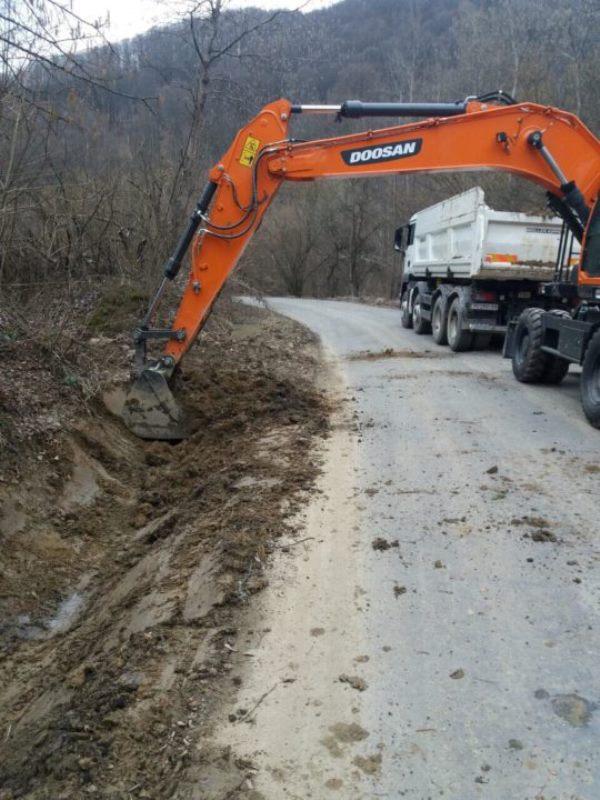 Дорогу між Великоберезнянським та Перечинським районом почали ремонтувати