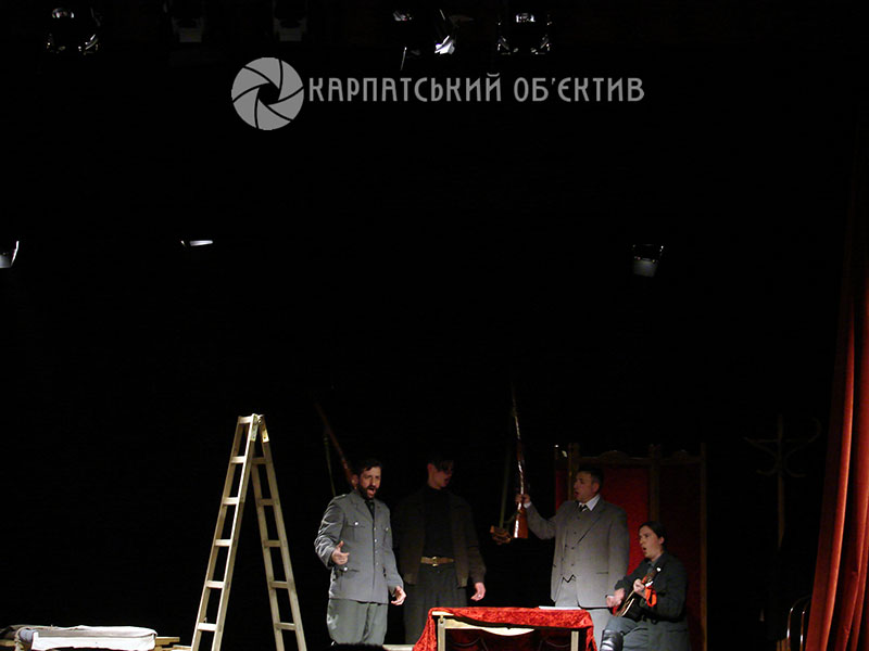 Закарпатський театр драми та комедії у Хусті стає театральною перлиною краю. ФОТО