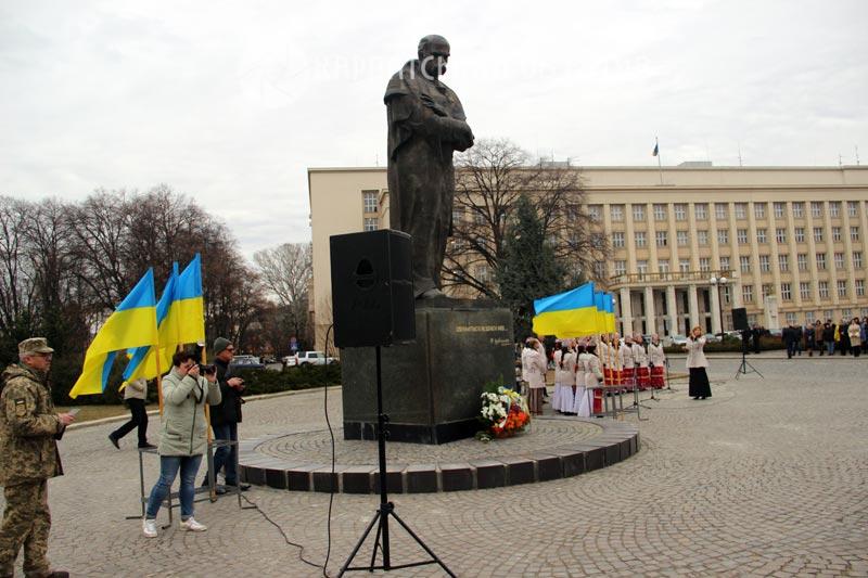 В Ужгороді відзначили 205-у річницю з Дня народження Тараса Шевченка. ФОТО