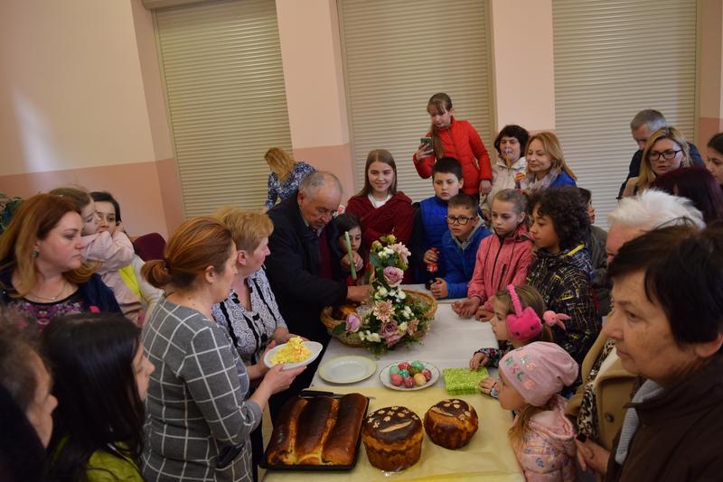 «Великодня майстерня» на Ужгородщині: пекли паски і виготовляли святковий декор
