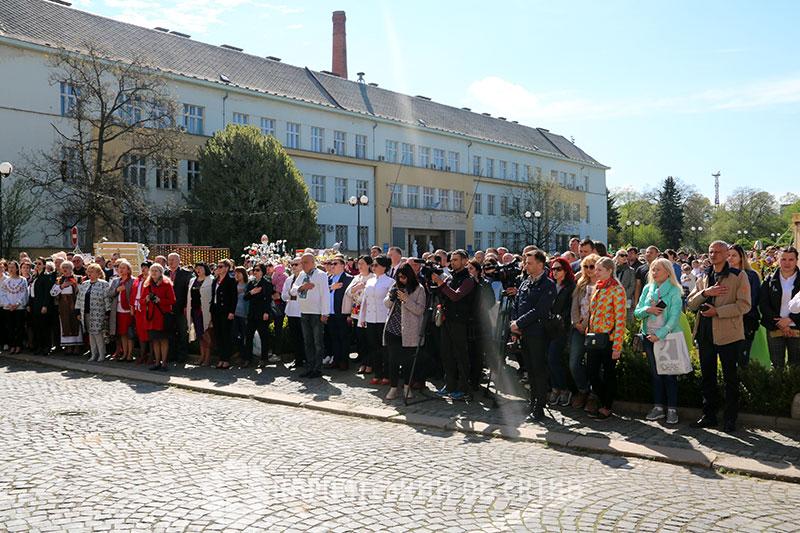22 тисячі писанок прикрасили головну площу Ужгорода