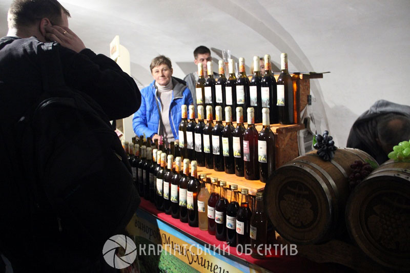 Сакура як бренд: до Ужгорода з'їжджаються туристи з усього світу