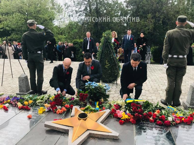 В Ужгороді відбулися урочистості до Дня перемоги над нацизмом. Фото. Відео