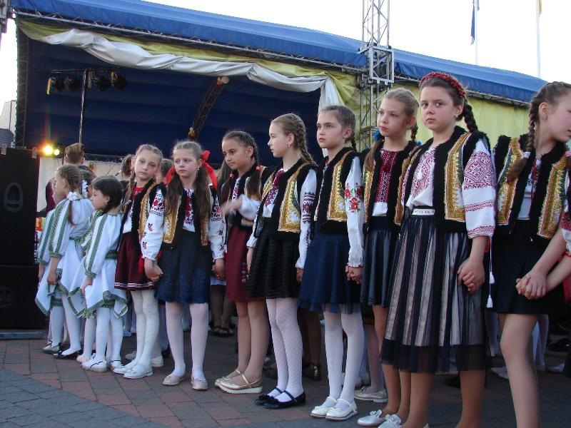 """Унікальний фестиваль: Хуст приймає XI-у міжнародну зустріч сильних духом людей """"Долина нарцисів"""""""