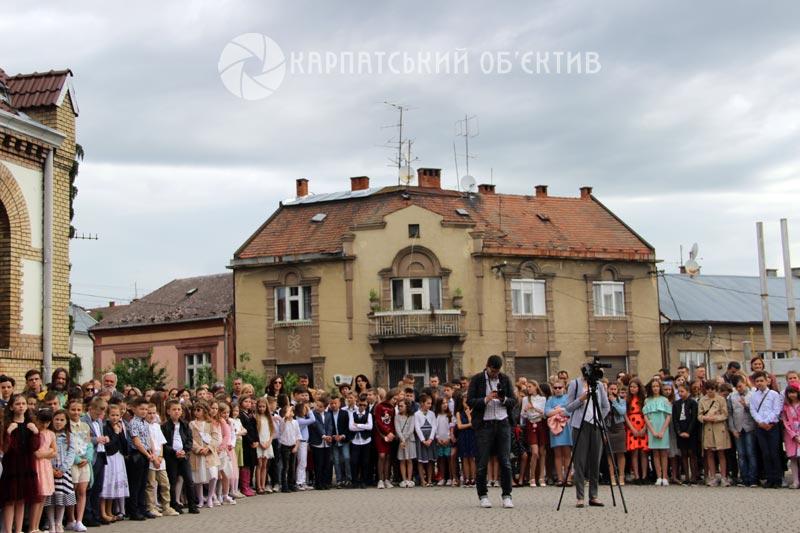 Останній дзвоник пролунав в ужгородській школі № 4. Фото. Відео