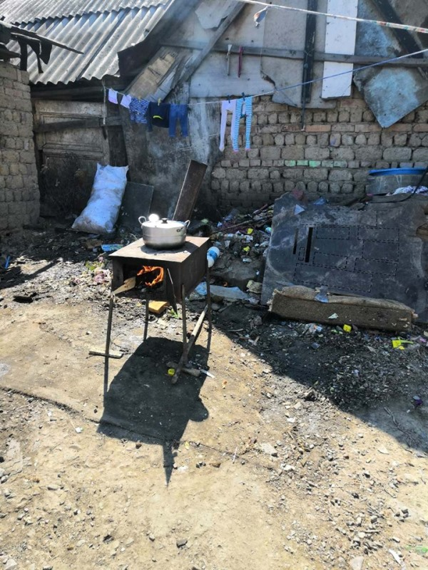 У Мукачеві соціальні служби навідалися до ромського поселення. ФОТО