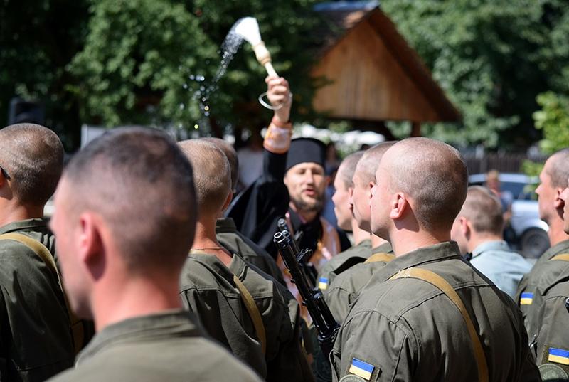 В Ужгороді нацгвардійцям вручили зброю