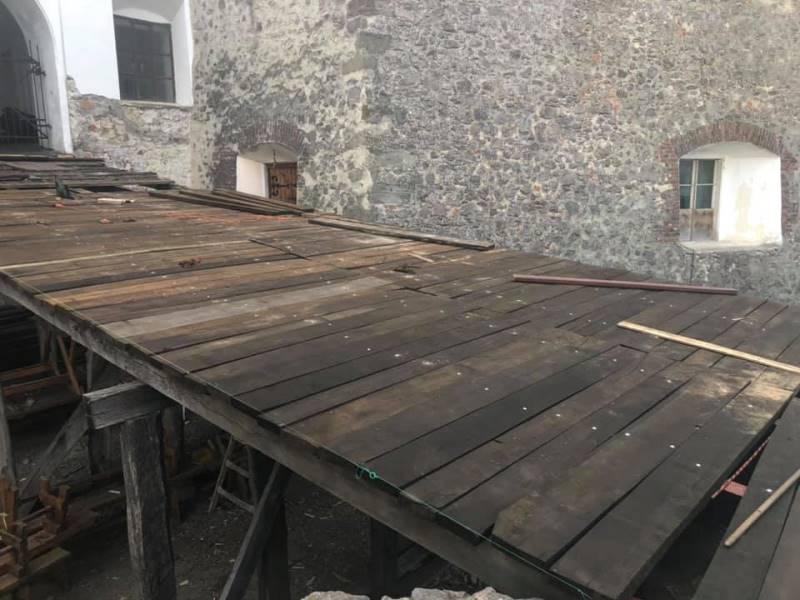 У Мукачівському «Паланку» відремонтували мости дворів