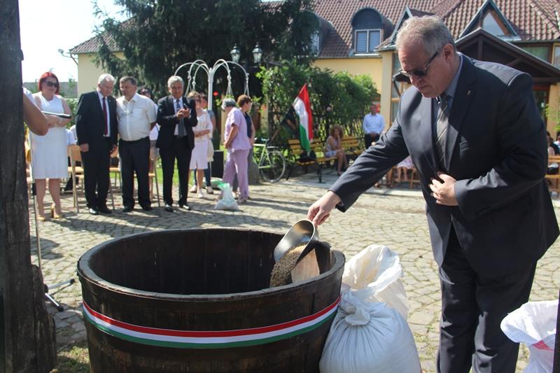 «Хліб угорців» на Закарпатті – свято, яке єднає серця. ФОТО