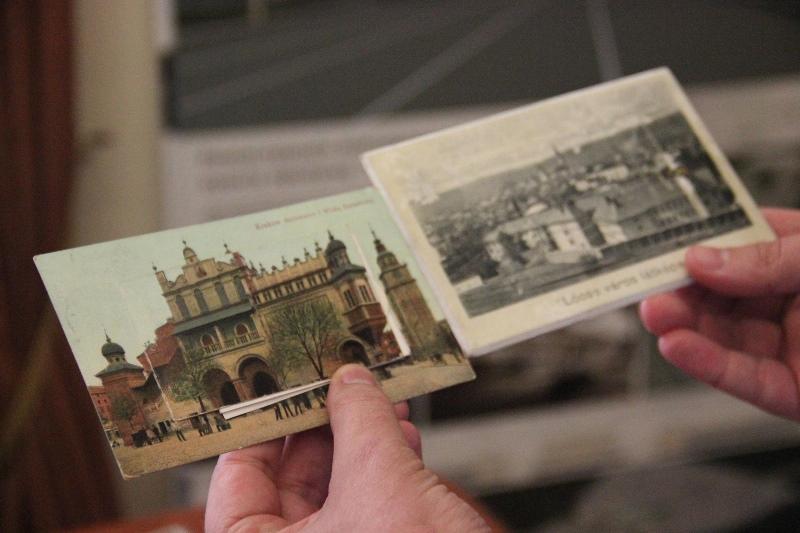 Закарпатські митники передали до Києва в архів 249 старовинних листівок